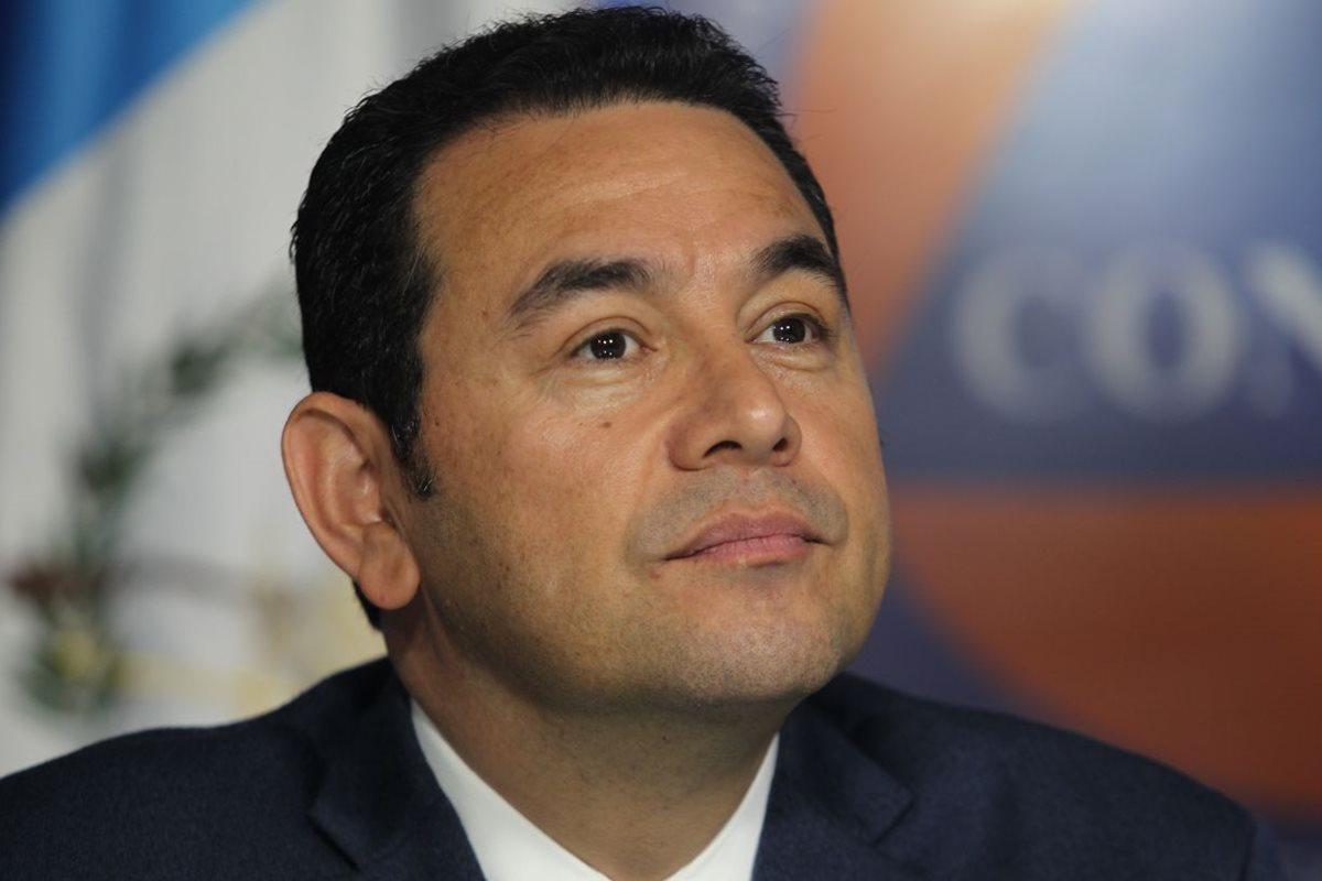 Jimmy Morales comparece ante los medios con respuestas evasivas