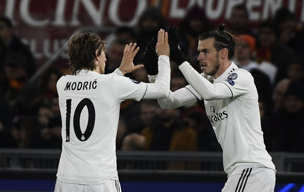 Gareth Bale y Modric festejan el primer gol del Madrid. (Foto Prensa Libre: AFP).