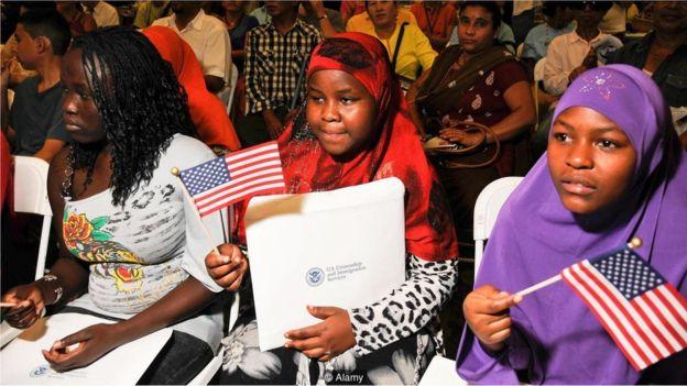 El mundo se está volviendo más multicultural y eso podría empujar a los niños a aprender nuevas lenguas. (ALAMY)