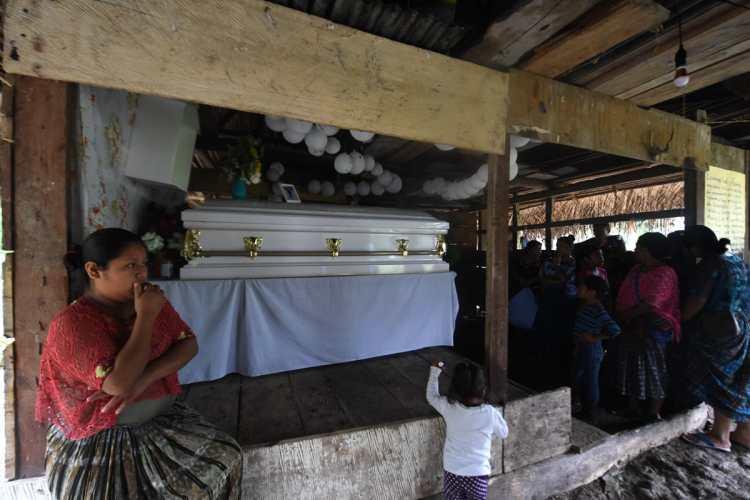 su familia esperó por varios días, en la remota aldea indígena de San Antonio Secortez, Alta Verapaz.