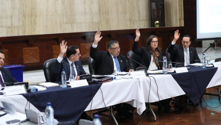 Miembros de la Comisión Postuladora en el momento que abren la fase de entrevistas a candidatos a fiscal general. (Foto Prensa Libre: Érick Ávila)