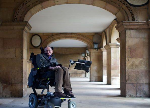 Stephen Hawking, reconocido científico y divulgador británico falleció este miércoles en su casa de Cambridge. (Foto Prensa Libre: AFP)