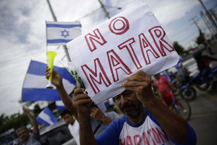 """""""Nicaragua no olvida, Nicaragua no se rinde"""", voces unidas contra las balas."""
