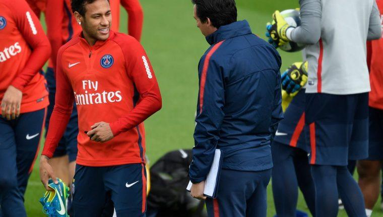 Según medios franceses la relación entre Neymar y Unai Emery es cada vez más desgastada. (Foto Prensa Libre: AFP)