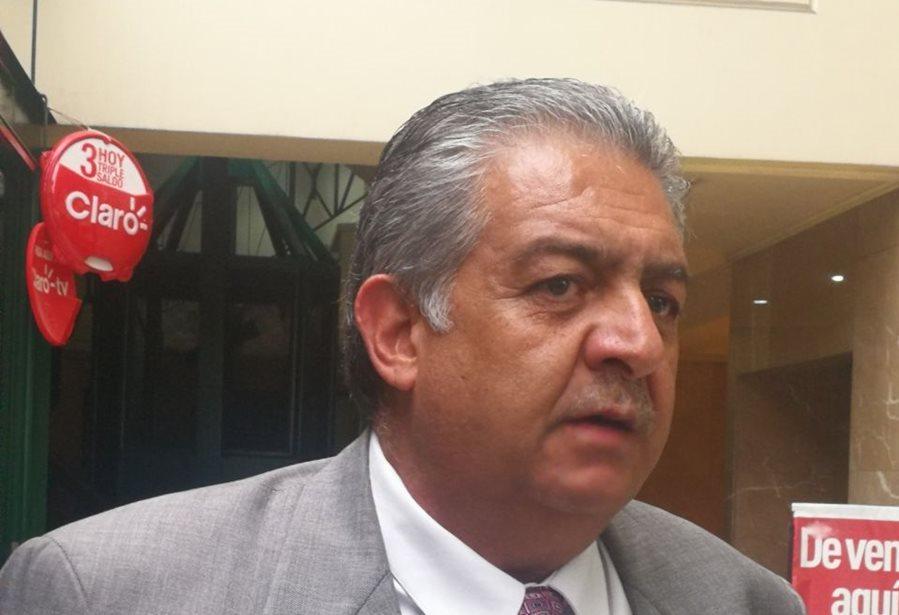 Jorge Mario Véliz a su salida del Congreso de la República donde habló de la problemática del futbol nacional. (Foto Prensa Libre: La Red)