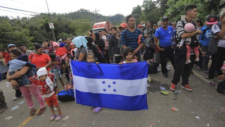 El presidente Donald Trump reiteró que enviará militares a la frontera para contener caravana de migrantes. (Foto Prensa Libre: EFE)