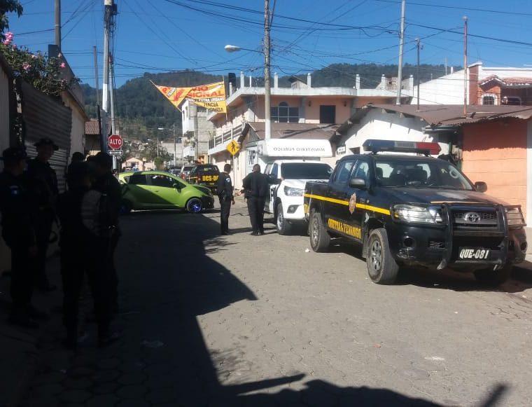 Los allanamientos se hicieron en conjuntos con agentes de Policía Nacional Civil y Ministerio Público. (Foto Prensa Libre: Cortesía)