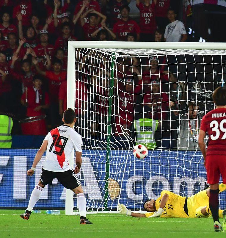 Rafael Santos Borre de River Plate anotó de penalti. (Foto Prensa Libre: AFP)