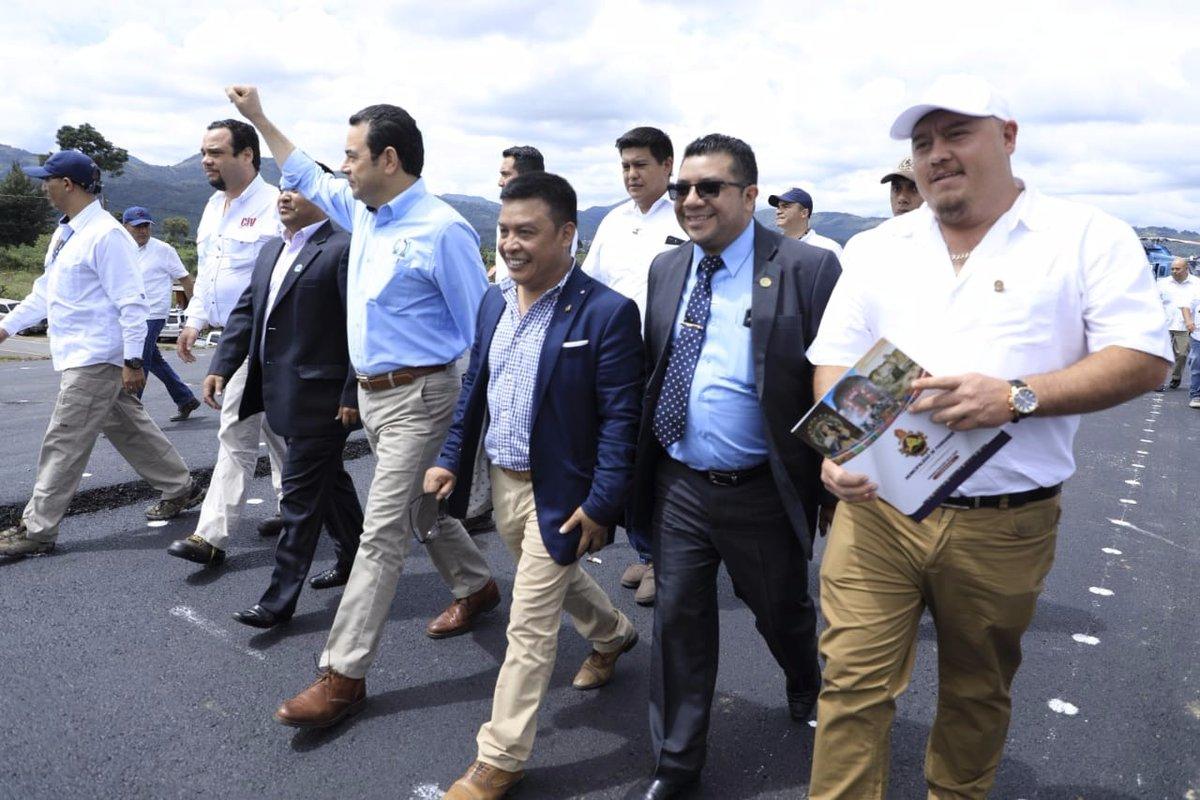 El presidente Jimmy Morales inauguró el primer tramo del Libramiento de Chimaltenango. (Foto Prensa Libre: Gobierno de Guatemala)