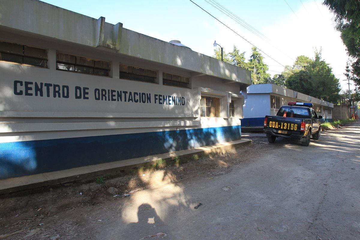 En centros de detención de mujeres se triplican casos de coronavirus