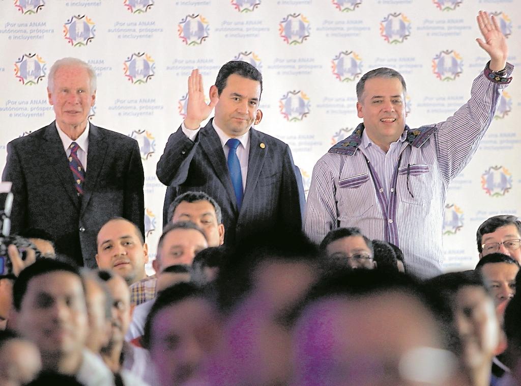 Edwin Escobar, presidente de la Anam, reconoce que el año pasado los alcaldes respaldaron a Jimmy Morales. Este año, los ediles se distancian por la crisis política. (Foto Prensa Libre: Hemeroteca PL)