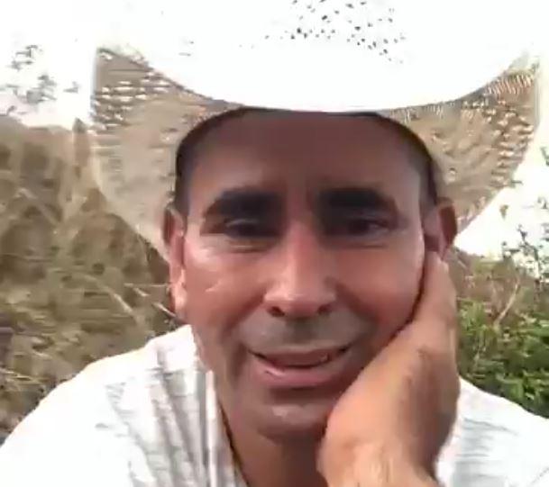 Esduin Jerson Javier Javier, alcalde de Ipala, Chiquimula, se graba defecando en un terreno baldío. (Foto Prensa Libre: tomada del video)