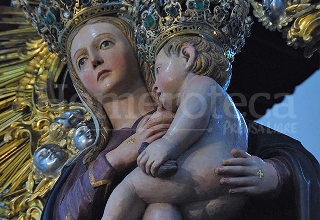 La imagen presenta grabadas en sus manos las cruces de Consagración en recuerdo de dicha ceremonia. (Foto: Néstor Galicia)