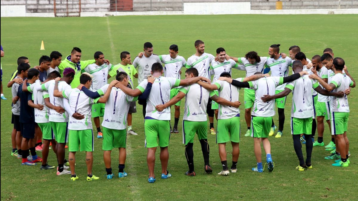 En el futbol nacional urge regular plazas para extranjeros