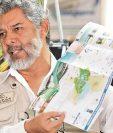 Antonio Cabrera, gerente de Merca Mapas de Guatemala, presenta el plano de Río Dulce e Izabal, elaborado con comunidades, empresas y entes estatales.