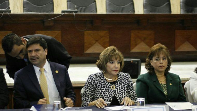 Silvia Patricia Valdés -al centro- es electa nueva presidenta de la CSJ. (Foto Prensa Libre: Paulo Raquec)