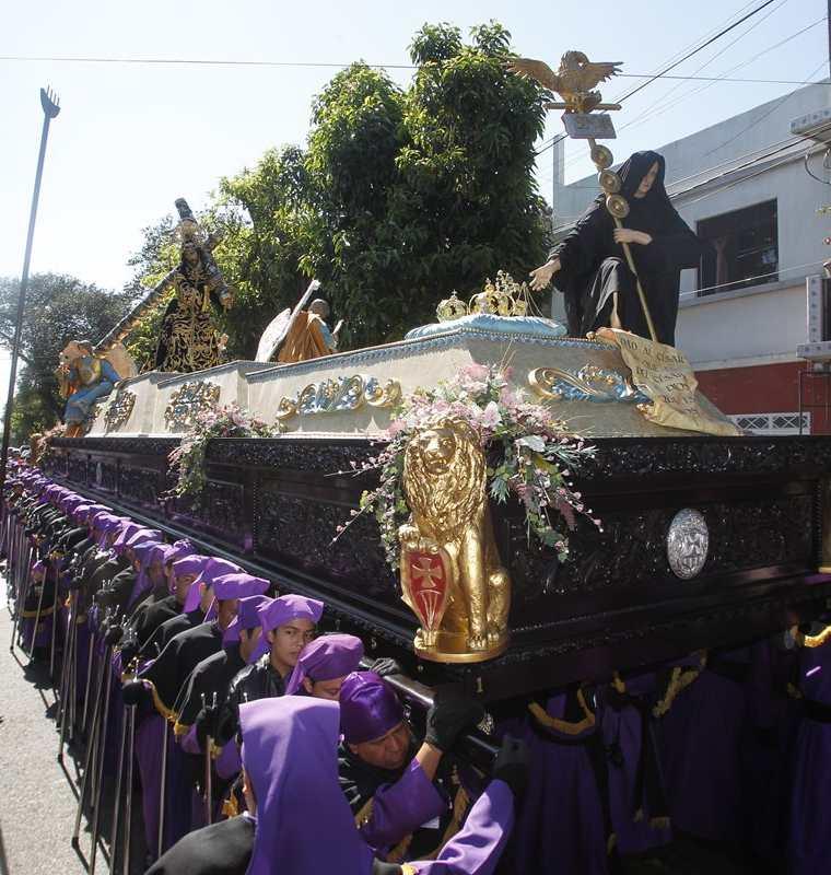La procesión de Jesús de La Merced, patrón jurado de la ciudad es la última de la semana santa donde sale el Nazareno. (Foto: Óscar Rivas)