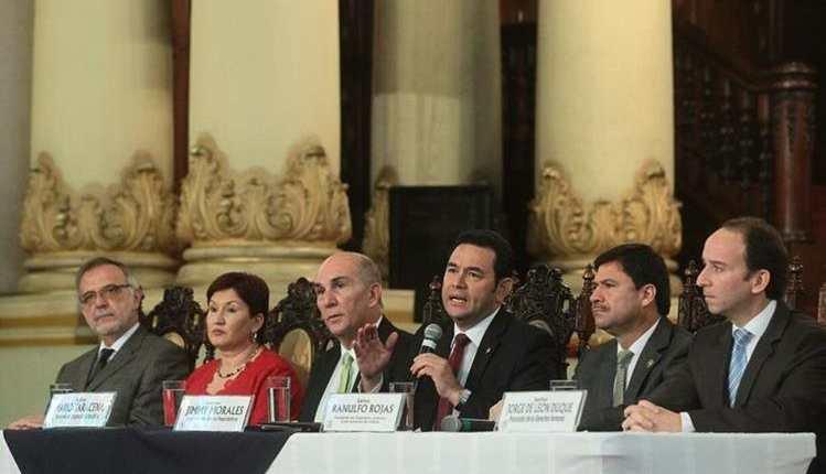 Los jefes de los tres poderes del Estado, acompañados de las instituciones del sector Justicia, trabajaron en las propuestas para las reformas. (Foto Prensa Libre: Hemeroteca PL)