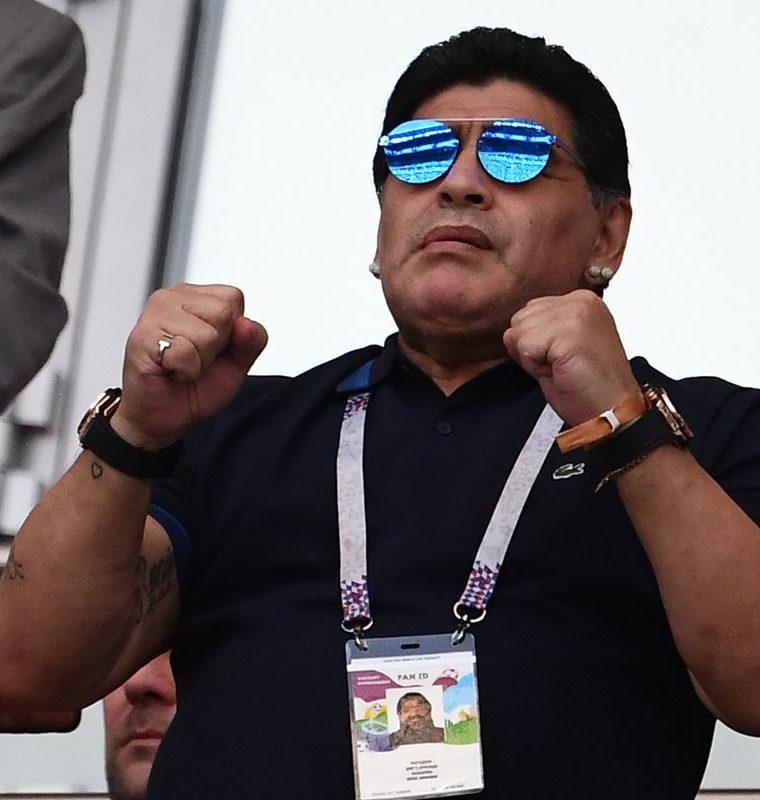 La celebración de Maradona en los goles de Argentina fue menos efusiva debido a la advertencia de la Fifa. (Foto Prensa Libre: AFP)