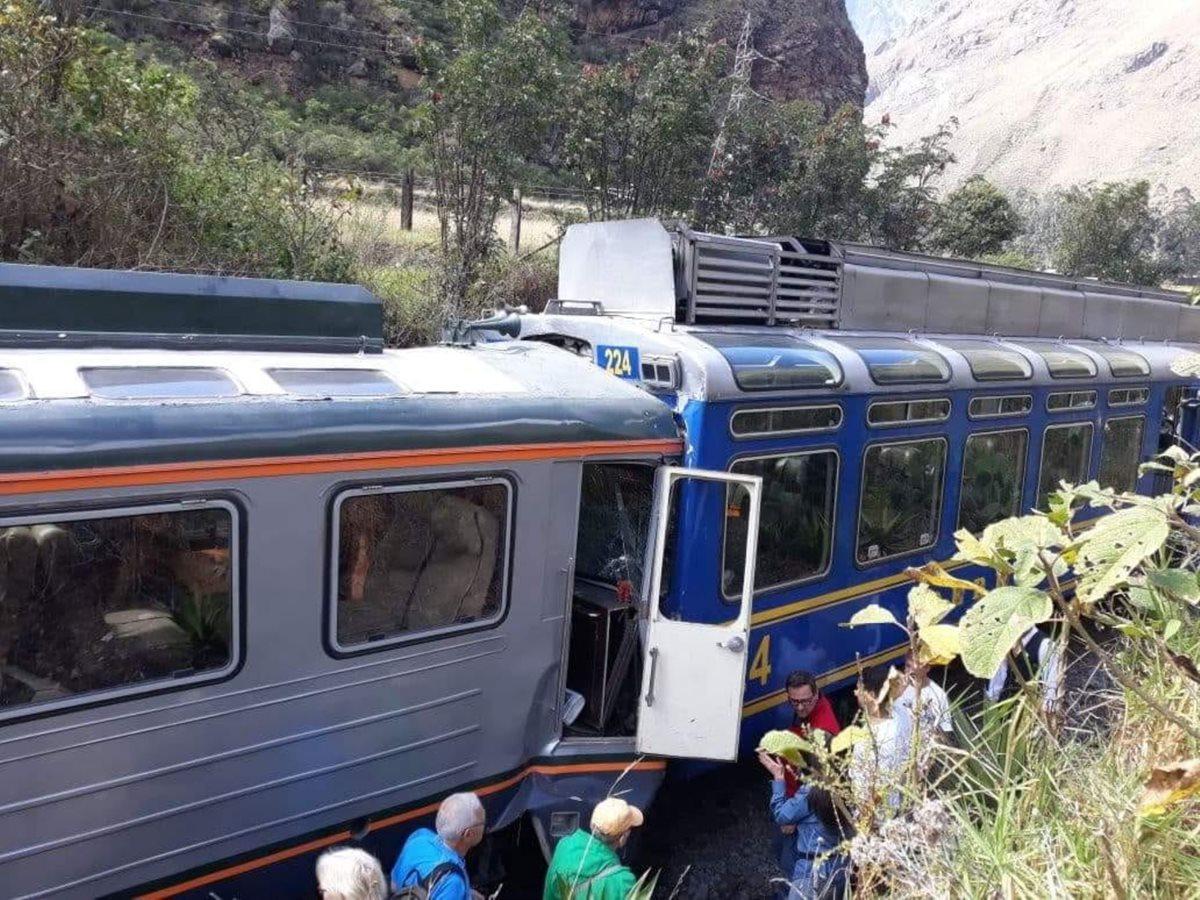 Choque de dos trenes con turistas en la vía a Machu Picchu deja varios heridos