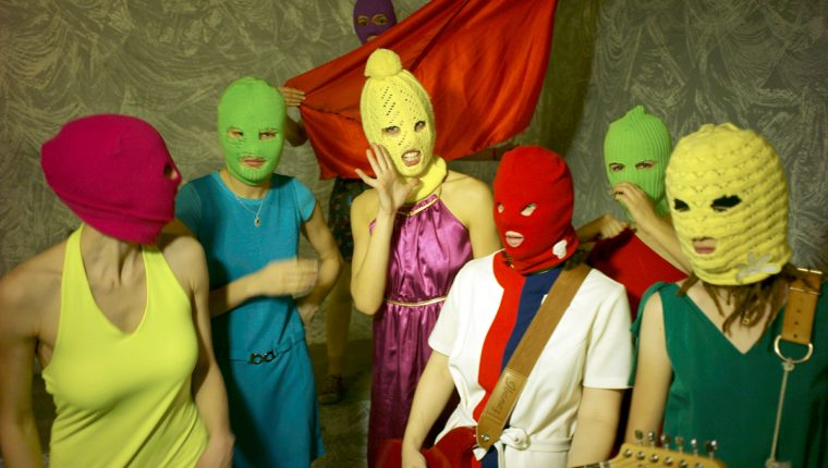 Pussy Riot es una banda femenina de punk y rock, formada en Moscú (Rusia), que se caracteriza también por presentar performances como protesta contra el gobierno de su país.