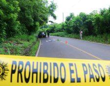 Domingo Marroquín fue atropellado en el kilómetro 194, ruta entre la cabecera de Retalhuleu, hacia la aldea El Retiro. (Foto Prensa Libre: Rolando Miranda)