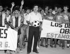Paradójicamente Escobar se ganó la simpatía de una gran cantidad de ciudadanos al implementar programas de ayuda social en barrios abandonados. (Foto: Hemeroteca PL)