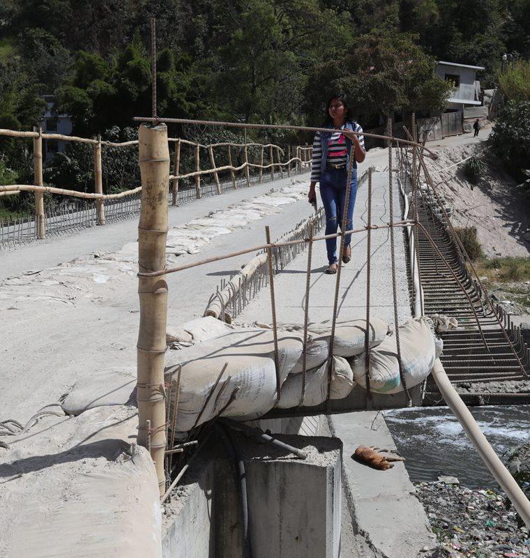Desde hace años las autoridades no construyen el puente que conduciría a la vieja Chinautla. (Foto Prensa Libre: Estuardo Paredes)