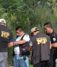 Socorristas resguardan el área donde fueron localizados los cadáveres de dos hermanas en La Unión, Zacapa. (Foto Prensa Libre: Víctor Gómez)