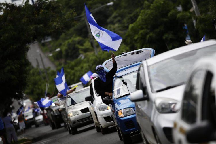 """Cientos de nicaragüenses participan en la caravana """"Nicaragua no olvida, Nicaragua no se rinde"""". Recorrieron varios barrios de la capital nicaragüense."""