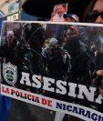 Nicaragüenses que viven en Costa Rica se manifestaron frente a la embajada nicaragüense en San José en apoyo a las protestas en su país contra el Gobierno de Ortega. (Foto prensa Libre:AFP).