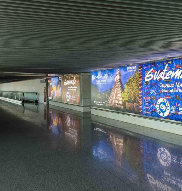 Publicidad de los destinos turísticos de Guatemala en el Aeropuerto de Moscú, Rusia, según Fotografía proporcionada por el Inguat para mostrar como es la campaña en varias ciudades de Rusia para atraer turistas al país. (Foto, Prensa Libre: Inguat).