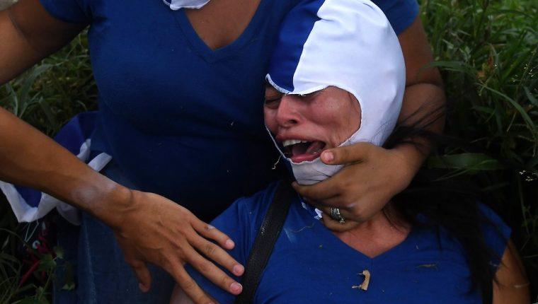 Una persona resultó herida durante la Marcha de las Flores que se llevó a cabo el 30 de junio en Managua, Nicaragua. (Foto Prensa Libre: AFP)