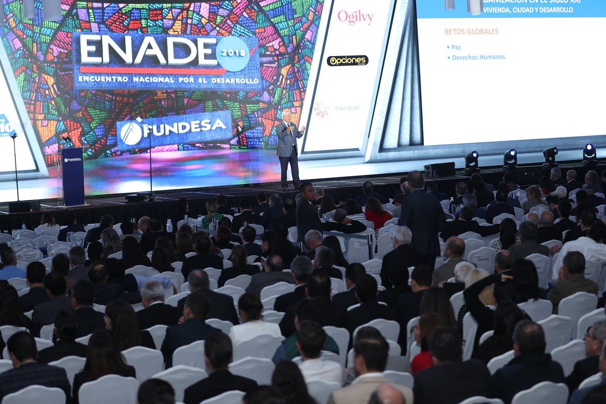 La conferencia principal del ENADE 2018 se basó en Desarrollo Urbano y Vivienda, a cargo de Joan Clos exdirector ejecutivo de ONU-Hábitat y ex alcalde de Barcelona. (Foto Prensa Libre: Esbin García)