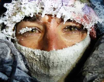 """Luego de 40 horas, rescatan a escaladora perdida en la """"montaña de la muerte"""""""