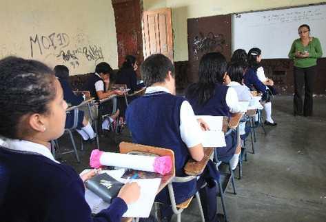estudiantes podrán  cursar un bachillerato para la carrera de magisterio,  si queda vigente la resolución de la Corte de Constitucionalidad.