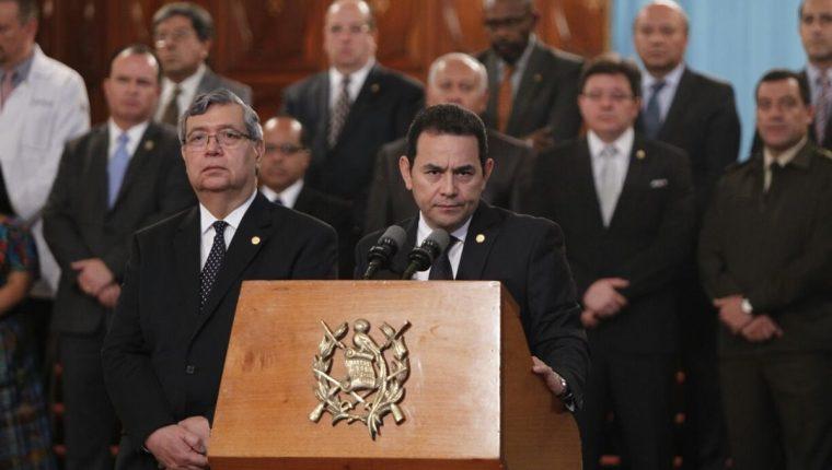 El presidente Jimmy Morales junto a su Gabinete de Gobierno, describe las acciones implementadas luego del incendio en el Hogar Seguro. (Foto Prensa Libre: Paulo Raquec)