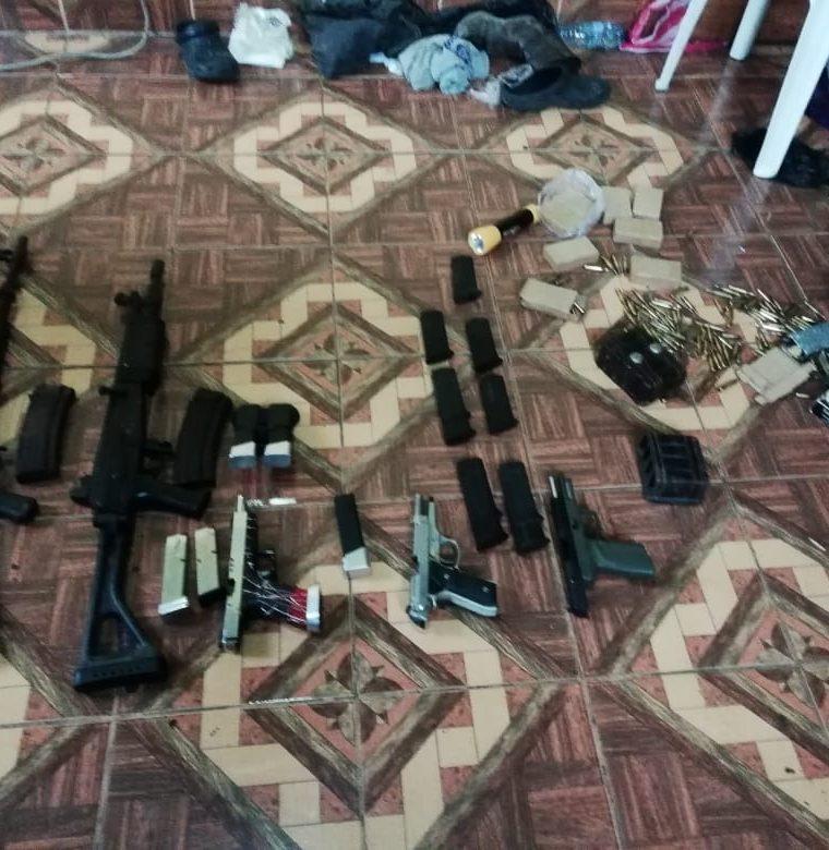 Las armas de fuego decomisadas por la PNC. (Foto Prensa Libre: MP)