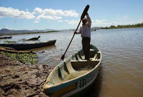 Activistas afirman que la explotación minera en Guatemala dañará el Lago de  Güija.
