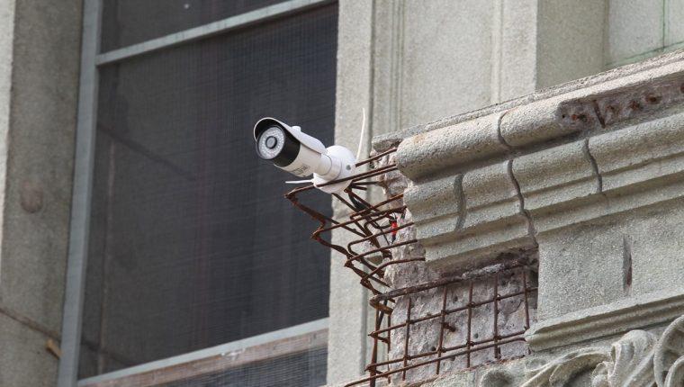 Durante la protesta del sábado último se colocaron cámaras en los alrededores del Palacio Nacional de la Cultura( Foto Prensa Libre: Hemeroteca PL)