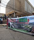 Una de las múltiples manifestaciones que exigen justicia por la muerte de Berta Cáceres. (Foto Prensa Libre: EFE).