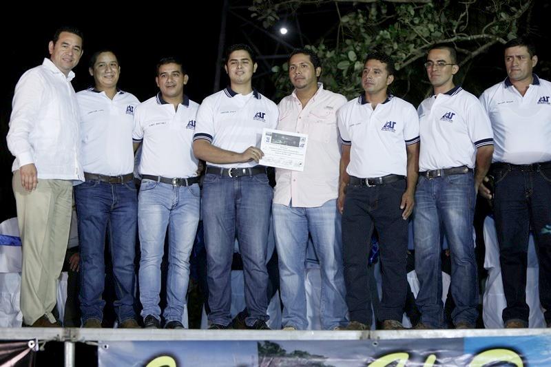 Jimmy Morales lanza indirectas a sancarlistas en Río Dulce