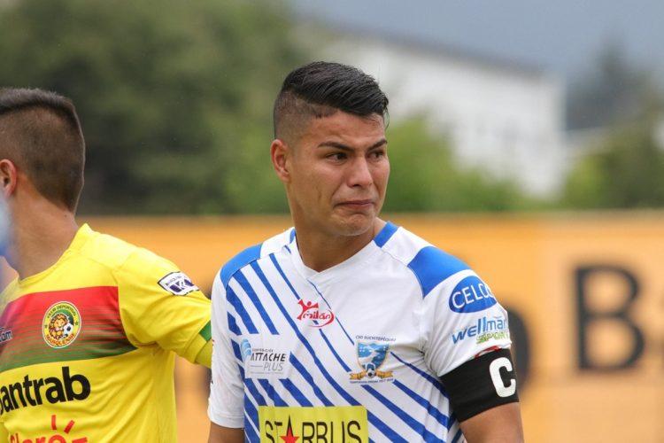 Kevin Santamaría fue de los jugadores más afectados por la derrota.