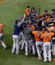 Los Astros de Houston festejan al ganar su primer título de serie mundial frente a los Dodgers de Los Ángeles en el séptimo juego de la serie. (Foto Prensa Libre: AFP)