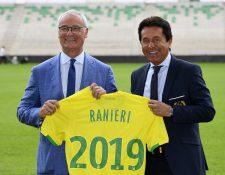 Claudio Ranieri posa con Waldemar Kita, dueño del Nantes en su presentación como técnico. (Foto Prensa Libre: AFP)