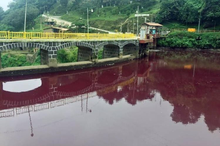 Cerrarán tres empresas por contaminación de río Samalá