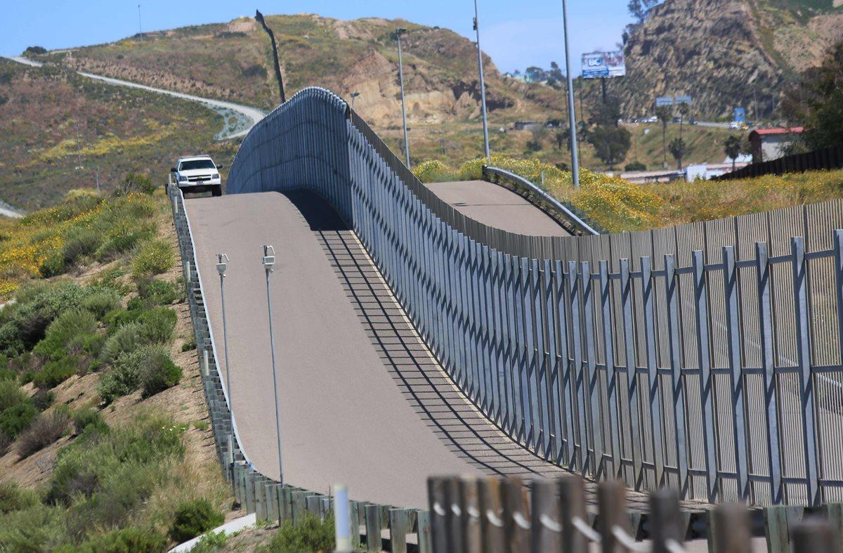 La construcción del muro fronterizo podría dañar los ecosistemas, dicen expertos. (Foto Prensa Libre: AFP)