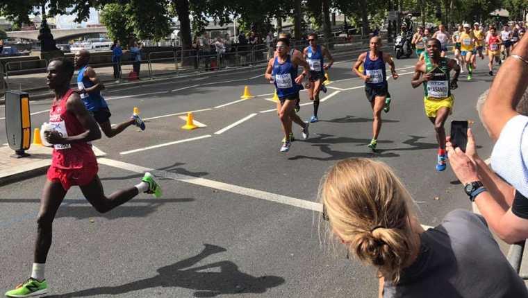 Juan Carlos Trujillo, Amado García y Luis Carlos Rivero representaron a Guatemala en la prueba de Maratón en el Mundial de Atletismo. (Foto Prensa Libre: Cortesía Atletas en Acción Guatemala)