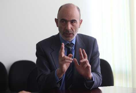 El español  Eugenio Pérez expone sobre los casos que se pueden conocer en la Corte Penal Internacional.