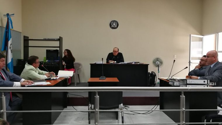 Juez Walter Villatoro dictaminó sobreseimiento para los primeros implicados en el homicidio de José Armando Melgar Moreno. (Foto Prensa Libre: Manuel Hernández)